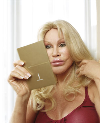 jocelyn wildenstein 2010. Jocelyn Wildenstein pray